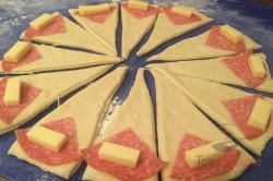 Zubereitung des Rezepts Croissants mit Salami und Käse gefüllt, schritt 5