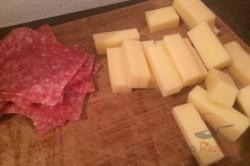 Zubereitung des Rezepts Croissants mit Salami und Käse gefüllt, schritt 4