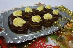 Zubereitung des Rezepts Himmlisch gute Kakao-Plätzchen mit hochwertiger Buttercreme, schritt 2
