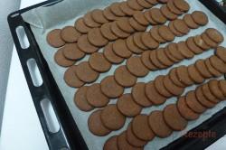 Zubereitung des Rezepts Himmlisch gute Kakao-Plätzchen mit hochwertiger Buttercreme, schritt 1