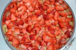 Zubereitung des Rezepts Torte mit Kondensmilchcreme, Erdbeeren und Schlagsahne ohne Backen, schritt 6