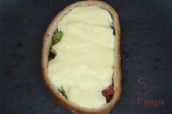 Zubereitung des Rezepts Pizzabrot – ein Frühstück oder Abendbrot für echte Männer, schritt 4