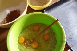 Zubereitung des Rezepts Leckerer Nuss-Zucchinikuchen mit Kakaoglasur, schritt 4