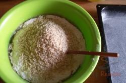 Zubereitung des Rezepts Leckerer Nuss-Zucchinikuchen mit Kakaoglasur, schritt 6