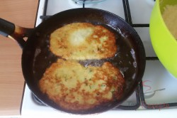 Zubereitung des Rezepts Einfache und schnelle Zucchinipuffer, schritt 6
