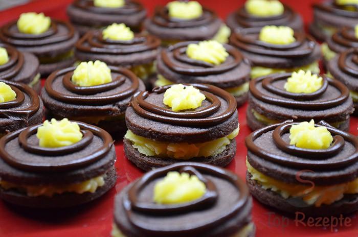 Weihnachtsplätzchen Mit Schokolade.Zarte Kakaokekse Mit Hochwertiger Buttercreme