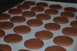 Zubereitung des Rezepts Zarte Kakaokekse mit hochwertiger Buttercreme, schritt 4
