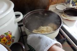 Zubereitung des Rezepts Die besten Windbeutel mit Vanille- und Karamellcreme, schritt 5
