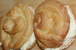 Zubereitung des Rezepts Die besten Windbeutel mit Vanille- und Karamellcreme, schritt 19