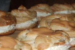 Zubereitung des Rezepts Die besten Windbeutel mit Vanille- und Karamellcreme, schritt 23
