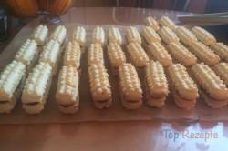 Zubereitung des Rezepts Traditionelles Spritzgebäck mit Schokolade, schritt 3