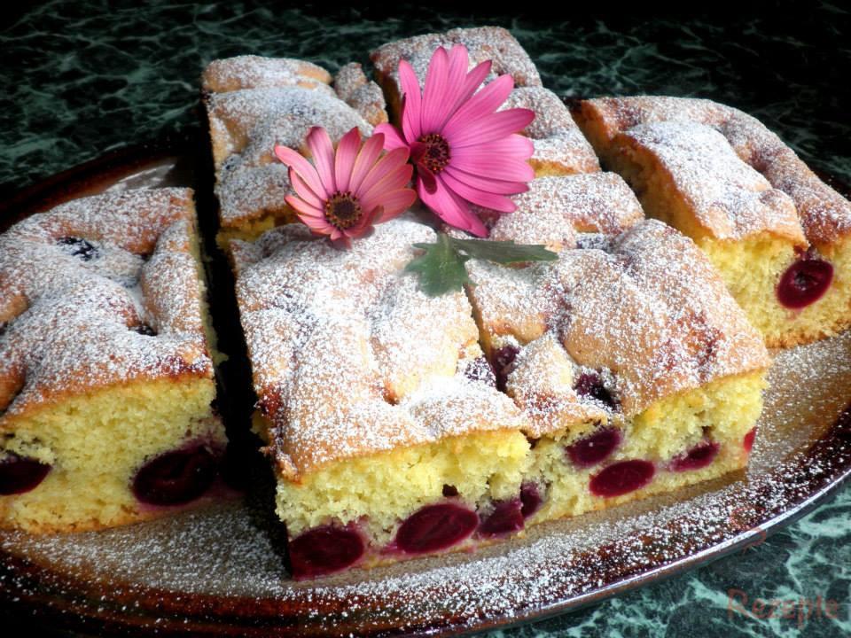 Biskuitkuchen Mit Kirschen Top Rezepte De