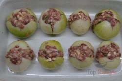 Zubereitung des Rezepts Mit Hackfleisch gefüllte Zwiebeln im Speckmantel, schritt 2