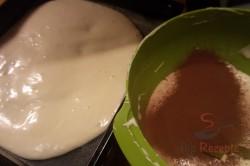 Zubereitung des Rezepts ZICK-ZACK-Puddingkuchen mit saurer Sahne, schritt 4