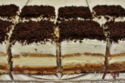 Zubereitung des Rezepts Milchcreme-Karamell-Sahne-Kekskuchen ohne Backen, schritt 1