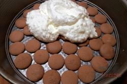 Zubereitung des Rezepts Pfirsich-Torte ohne Backen, schritt 6