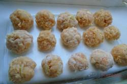 Zubereitung des Rezepts Hähnchenfleisch-Bällchen mit Sahnesoße, schritt 2