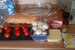 Zubereitung des Rezepts Toastbrot-Tomaten-Käse-Auflauf mit Sahnesoße überbacken, schritt 1