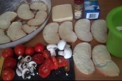 Zubereitung des Rezepts Toastbrot-Tomaten-Käse-Auflauf mit Sahnesoße überbacken, schritt 2