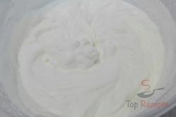 Zubereitung des Rezepts Erdbeerschnitten mit Schokokeksen ohne Backen, schritt 2