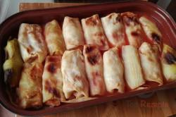 Zubereitung des Rezepts Mit Hackfleisch gefüllte Kohlrouladen in Tomatensoße aus dem Backofen. Wer sie einmal probiert hat, will keine anderen mehr essen., schritt 1
