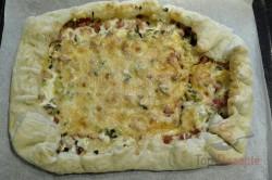 Zubereitung des Rezepts Wunderbare falsche Pizza mit saurer Sahne, die ganz einfach zuzubereiten ist, schritt 3