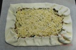 Zubereitung des Rezepts Wunderbare falsche Pizza mit saurer Sahne, die ganz einfach zuzubereiten ist, schritt 2