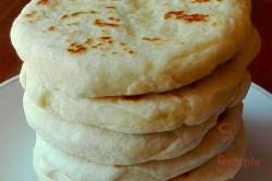 Zubereitung des Rezepts Super schnelle mit Käse gefüllte Knoblauchfladen – das perfekte Gebäck fürs Grillfest!, schritt 2