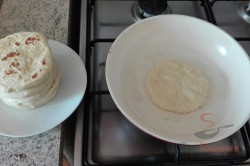 Zubereitung des Rezepts Super schnelle mit Käse gefüllte Knoblauchfladen – das perfekte Gebäck fürs Grillfest!, schritt 1