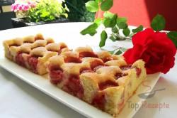 Zubereitung des Rezepts Der beste Erdbeer-Biskuitkuchen vom Blech, schritt 1