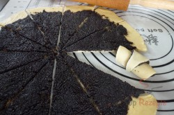 Zubereitung des Rezepts Knusprige Hörnchen reichlich mit Mohn gefüllt, schritt 2
