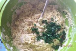Zubereitung des Rezepts Herzhafter Zucchinikuchen: Zutaten vermischen, aufs Blech geben und backen. Fertig!, schritt 2