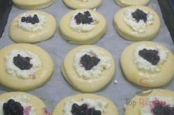 Zubereitung des Rezepts Mährische Kolatschen mit Quark und Heidelbeeren, schritt 5