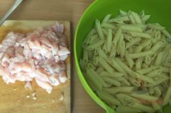 Zubereitung des Rezepts Nudelauflauf mit Hähnchenfleisch und Käsesoße, schritt 1