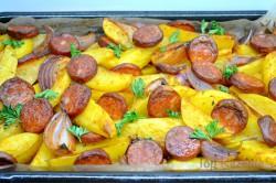 Zubereitung des Rezepts Kartoffeln mit Zwiebeln und Wurst überbacken, schritt 10
