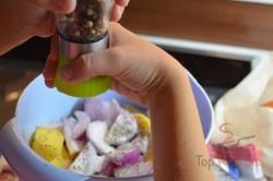 Zubereitung des Rezepts Kartoffeln mit Zwiebeln und Wurst überbacken, schritt 4
