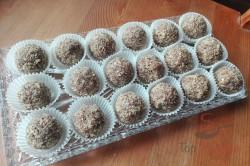 Zubereitung des Rezepts Weihnachtliche Kakao-Nuss-Kugeln ohne Backen, schritt 1