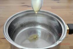 Zubereitung des Rezepts Honigkipferl mit Schokoladenenden - FOTOANLEITUNG, schritt 1