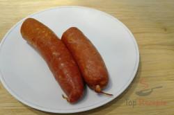 Zubereitung des Rezepts Wunderbare Häppchen mit Wurst und reichlich Käse, schritt 1