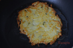 Zubereitung des Rezepts Leckere Kartoffelpuffer mit saurer Sahne, schritt 6