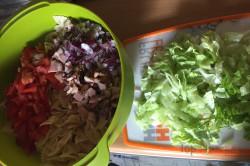 Zubereitung des Rezepts Einfacher Sommer-Nudelsalat in 20 Minuten zubereitet, schritt 4