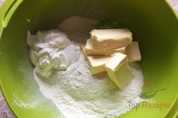 Zubereitung des Rezepts Saure-Sahne-Röllchen mit Pflaumenmus, schritt 1