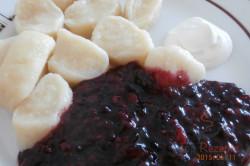 Zubereitung des Rezepts Joghurtnockerl mit Fruchtsoße, schritt 3