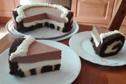 Zubereitung des Rezepts Schokoladentorte aus Biskuitrollen, schritt 2