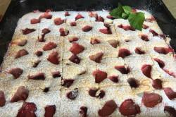 Zubereitung des Rezepts Einfacher fluffiger Erdbeerkuchen, schritt 9