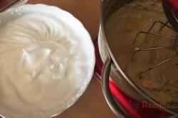 Zubereitung des Rezepts Einfacher fluffiger Erdbeerkuchen, schritt 3