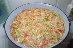 Zubereitung des Rezepts Eingemachter Weißkohl-Paprika-Möhren-Salat, schritt 3