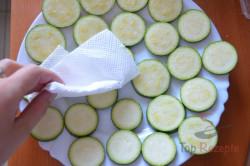 Zubereitung des Rezepts Zucchini im Bier-Teigmantel und Knoblauchsoße, schritt 2