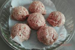 Zubereitung des Rezepts Saftige Fleischbällchen in Sahnesoße aus dem Backofen, schritt 1