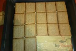 Zubereitung des Rezepts Leckerer Pudding-Sahne-Keks-Kuchen ohne Backen, schritt 4